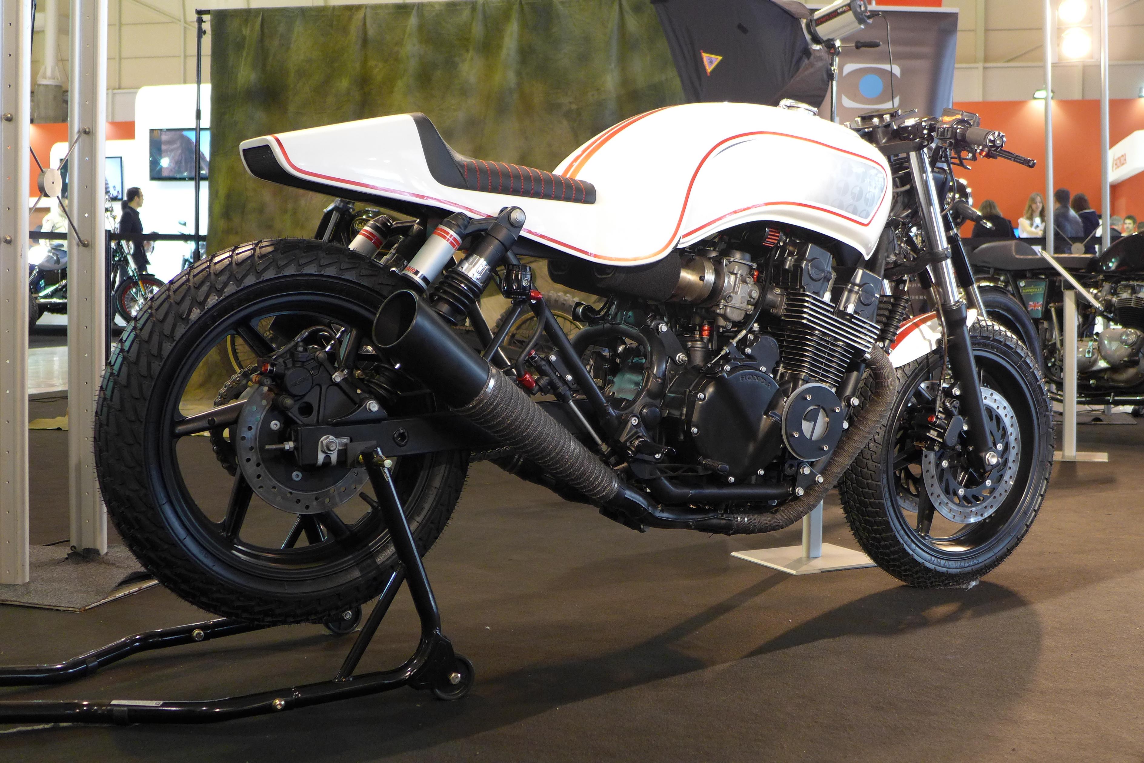 THE CAFE RACERS The Beautiful Honda CB750 Gravedigger